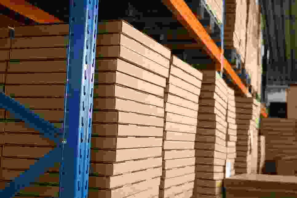 Entrepôt grande hauteur pour les cadres pour puzzle emballés